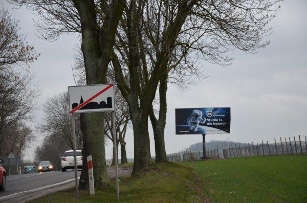 Billboard przy drodze
